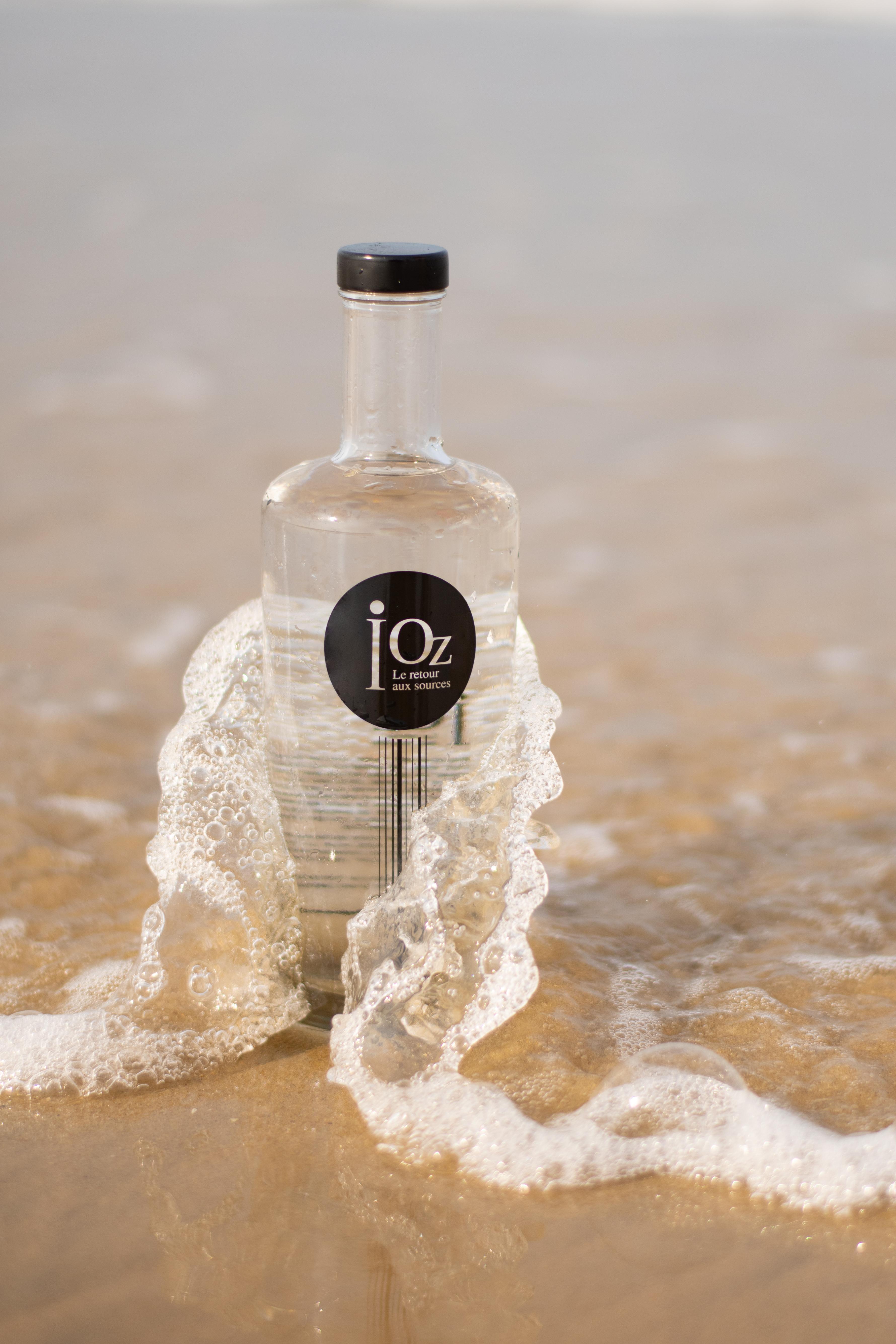 picto bouteille iOz sur la plage